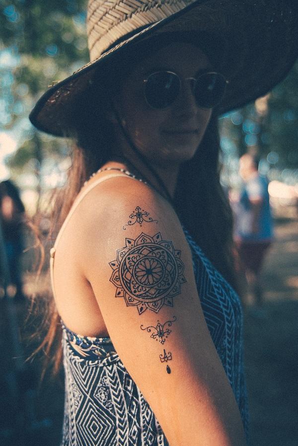 Tatouage ephemere mandala bras